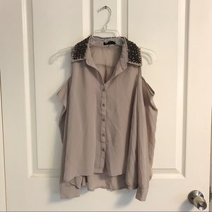Cute open shoulder top with collar embellishments